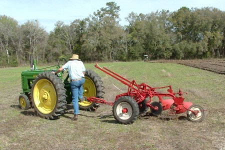 2011AntiqueTractor19.JPG