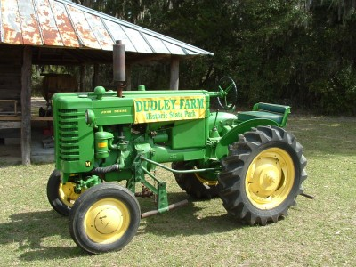 2011AntiqueTractor08.JPG